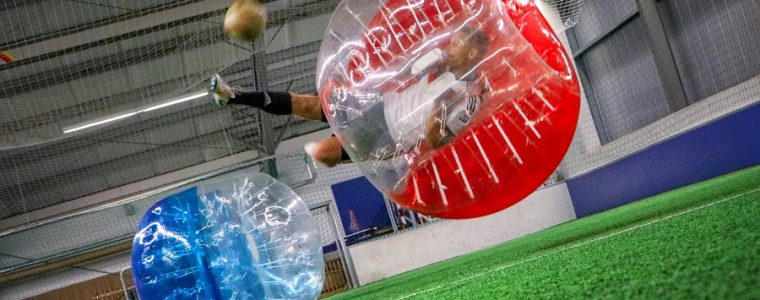 Bubble Soccer in der Halle
